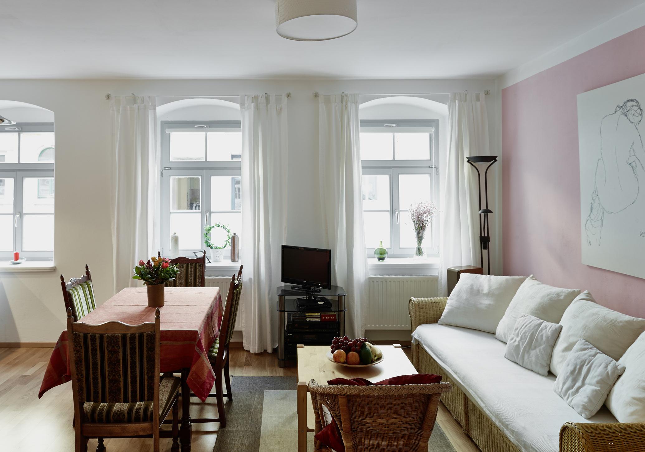 ferienwohnung priessnitz in dresden wohnen auf zeit in der dresdner neustadt. Black Bedroom Furniture Sets. Home Design Ideas